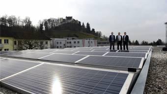 Die Geschäftsleitung der SWL Energie AG mit René Trost, Direktor Markus Blättler und Gian von Planta. zvg
