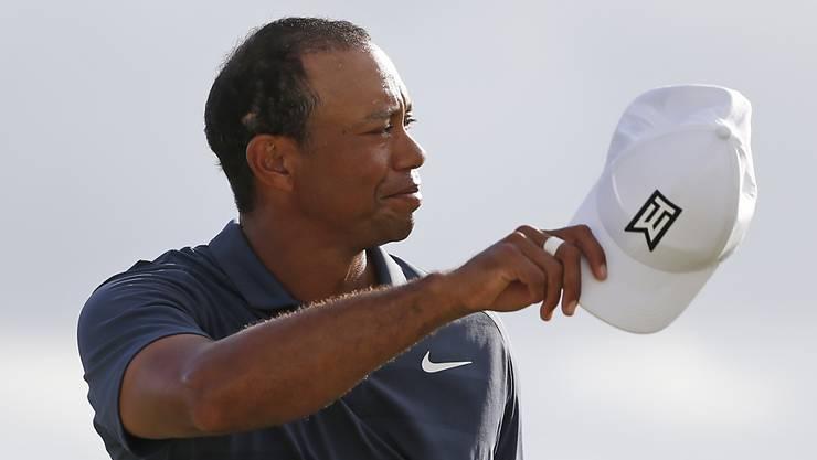 Tiger Woods darf nach einer guten Runde die Mütze abnehmen