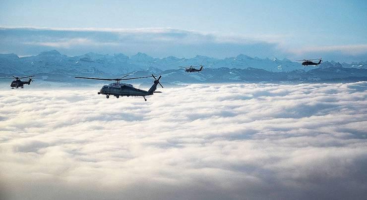 Die «Marine One» fliegt Donald Trump und seine Delegation von Zürich nach Davos. Insgesamt landen sieben US-Helikopter im Landwassertal.