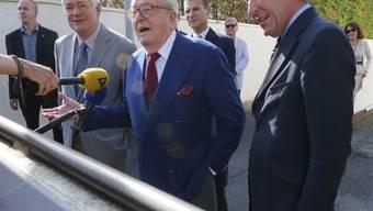 Jean-Marie le Pen äussert sich nach der Anhörung durch das Exekutivkomitee des Front National