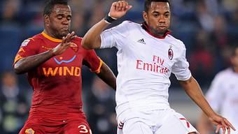 Romas Simplicio (links) kommt gegen Robinho zu spät