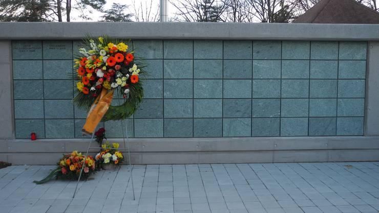 Dürften bald alle besetzt sein: Wand mit leeren Urnennischen auf dem Friedhof Guggenbühl.