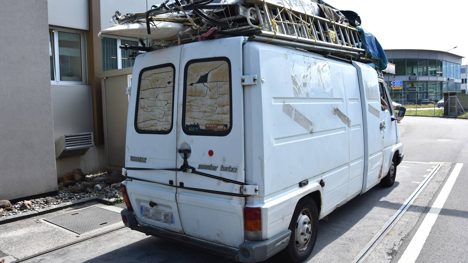 Nidwalden: Lieferwagen mit Übergewicht