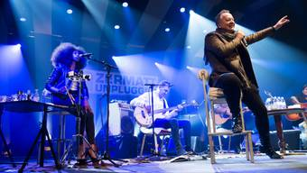 Die Simple Minds am Donnerstag auf dem Zermatt Unplugged, im Vordergrund Jim Kerr. Das Spiel ohne Verstärker musste die 1978 gegründete Band zuvor noch ein bisschen üben.