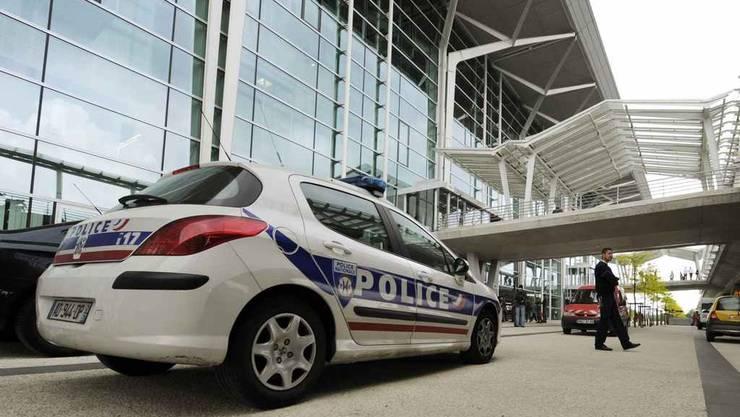 Die Polizei weiss am Euroairport nicht, ob sie nach Schweizer oder französischem Recht walten soll.