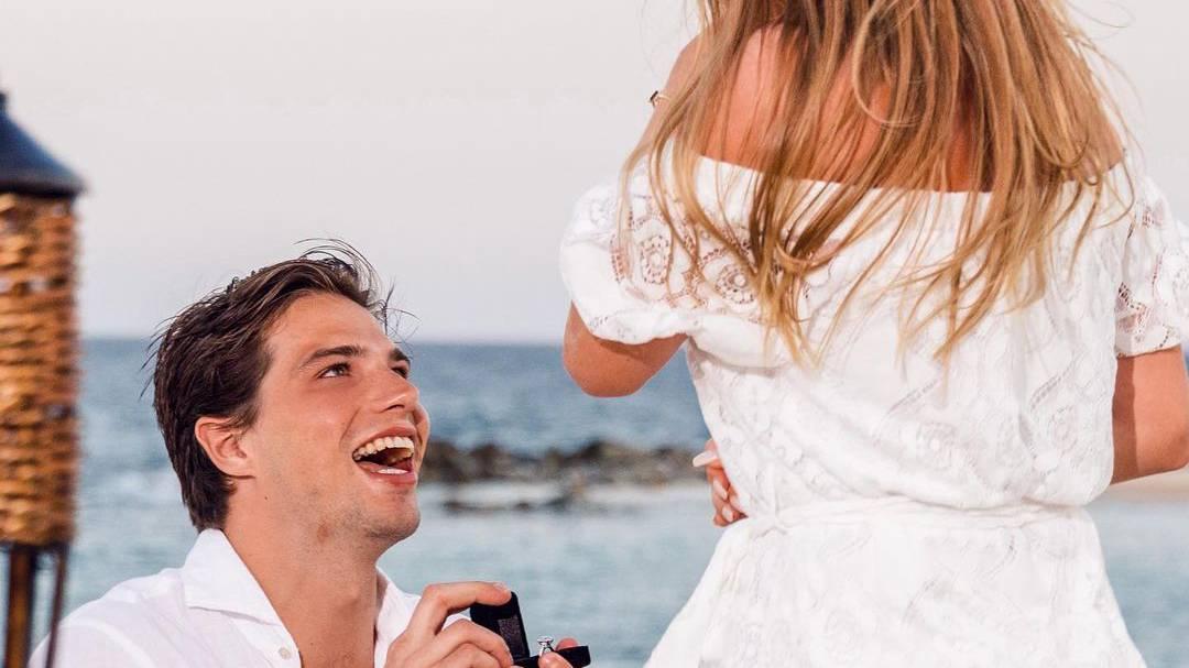 Die Freude ist Kevin Fiala ins Gesicht geschrieben. Wir vermuten mal, dass sich seine Freundin ebenfalls freut.