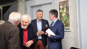 Kurt Hediger (2. von links) an der Vernissage, dahinter Werner Sprenger und Göttibub Severin Lüscher (ganz rechts).