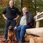 Der neue und der alte Leiter des Forstbetriebs Birr-Lupfig: Micha Plüss tritt die Nachfolge von Richard Plüss an, hier mit dessen Hund Boss.