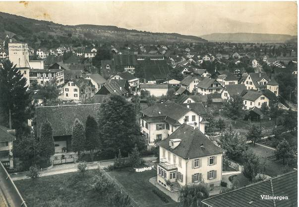 Metzgermeister Hans Gmür in Gommiswald hat diesen Gruss aus Villmergen im Dezember 1962 erhalten. Abgeschickt worden ist die Postkarte von einem Hermann.
