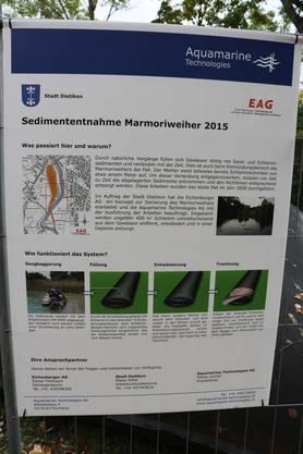 Auf Infotafeln können sich Besucher des Weihers über die Sedimententfernung informieren (1)