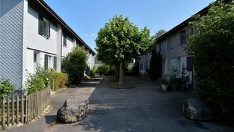 Idyllischer Vorplatz zwischen Einfamilienhäusern (Symbolbild).