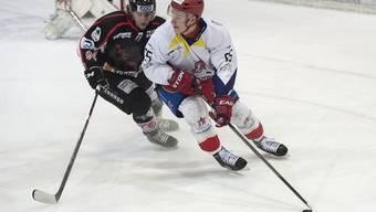 Kaj Leuenberger (hier im Duell mit Thuns Simon Studerus) und sein Team Zuchwil Regio scheitern im Playoff-Viertelfinal an Wiki-Münsingen.