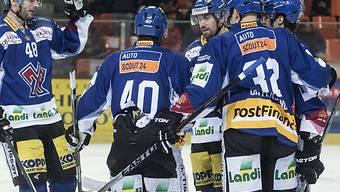 Niklas Olausson (in der Mitte) entscheidend