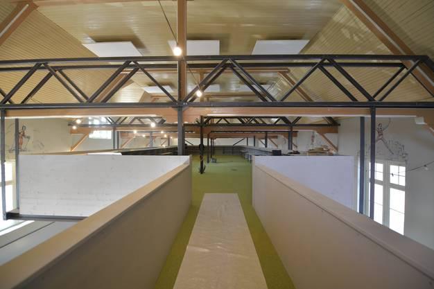 Der Übergang auf den in die Halle gehängten Kubus im Obergeschoss