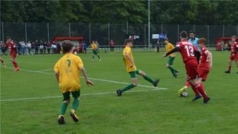 Am Cupfinaltag spielten die C-Junioren aus Birr (gelb) und Baden. Irene Hung-König