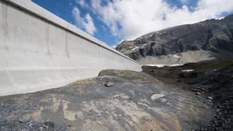 An der Glarner Muttsee-Staumauer soll eine riesige Solaranlage entstehen.