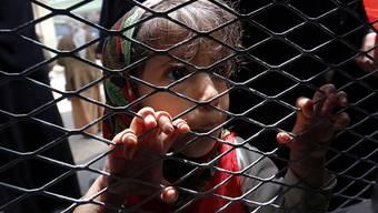 Anstehen für Brot: 80 Prozent der etwa 28 Millionen Jemeniten sind laut Uno auf Hilfe angewiesen. (Archivbild)