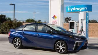 Der Toyota Mirai produziert statt Abgas ausschliesslich Wasserdampf.