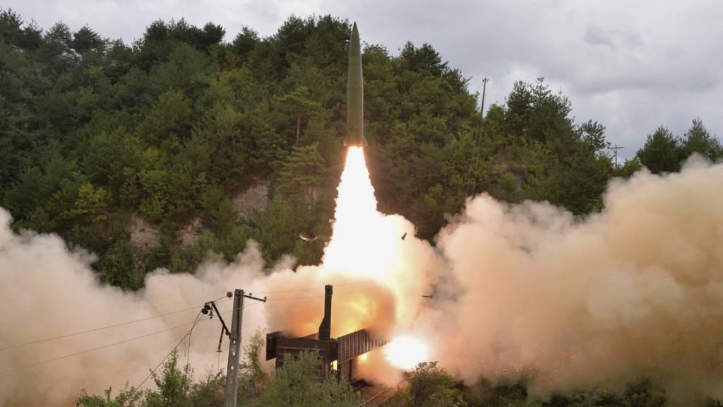 Mobile Raketenabschussrampe auf Zügen getestet