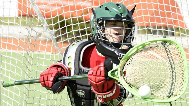 Gehalten: Gelungene Abwehr des Goalies im Lacrosse.