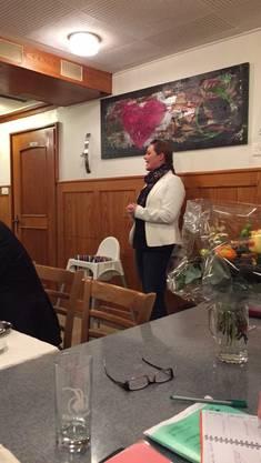 Stefanie Heimgartner richtet das Wort an die Versammlung