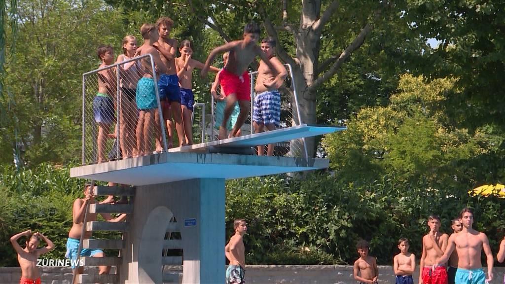 Letzi-Badi: Gedränge auf dem Sprungbrett macht Badegästen Sorgen