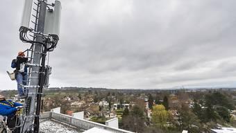 Im Kanton Genf dürfen bis auf weiteres keine neuen 5G-Antennen installiert werden. Die bestehenden Mobilfunk-Antennen sind durch das Moratorium nicht betroffen. Sie können an den 5G-Standard angepasst werden. (Archivbild)