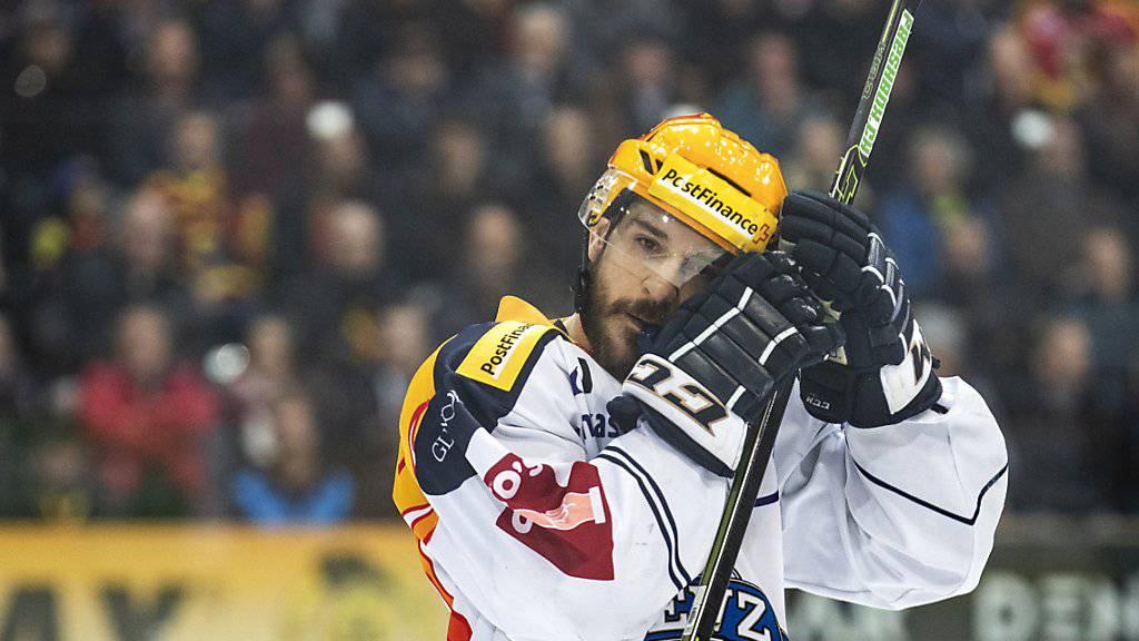 Zugs Garrett Roe - im Bild am letzten Dienstag - wurde vor Swiss Ice Hockey wegen einer Schwalbe gebüsst