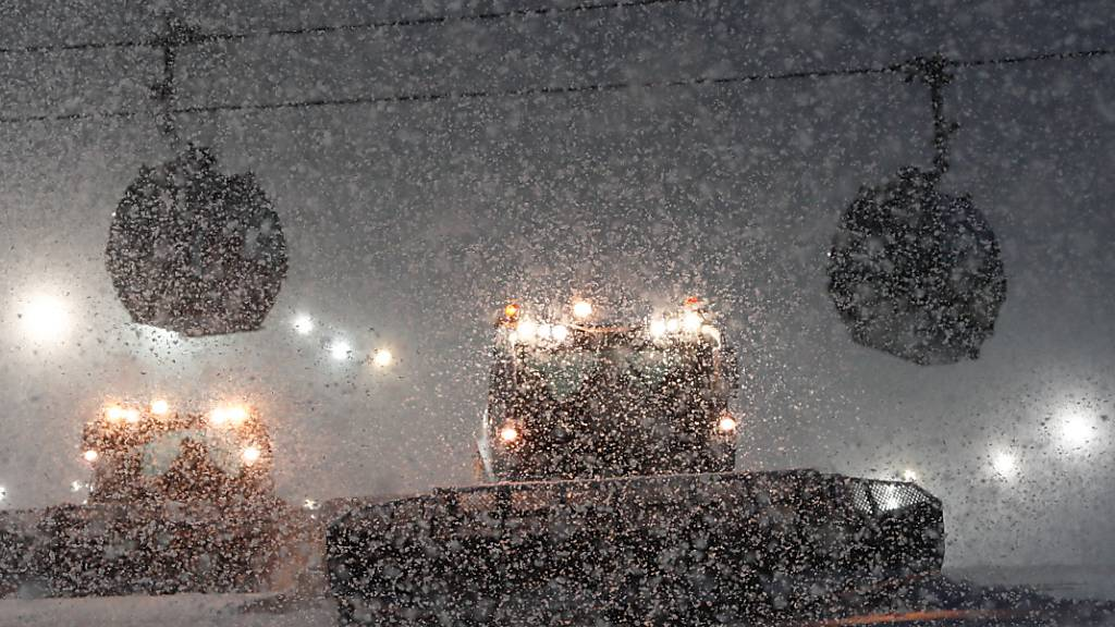 Schneefälle verhindern den Super-G der Männer am Montag in Bormio. (Archivbild)