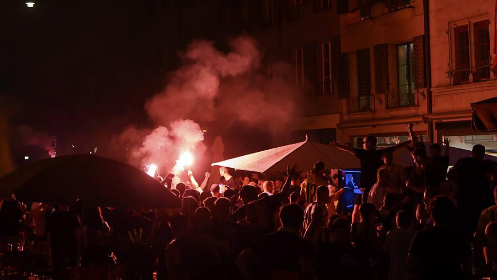 In der Nacht auf Samstag ist bei den YB-Feiern in Bern ein Mann schwer verletzt worden.