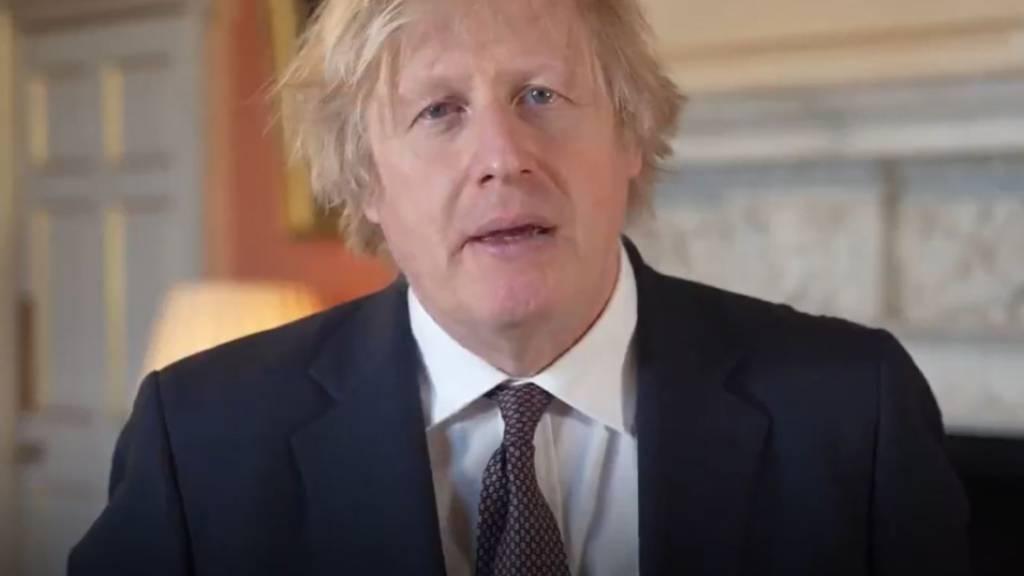 SCREENSHOT - Boris Johnson, Premierminister von Großbritannien, spricht während eines Videos für Twitter über die Rückkehr des Mannschaftssports. Foto: Downing Street/PA Media/dpa