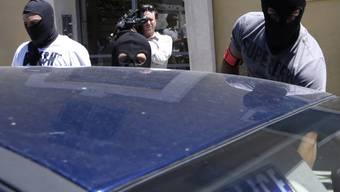 Französische Ermittler nach der Durchsuchung der Wohnung des Attentäters von Nizza: Fünf seiner mutmasslichen Komplizen sitzen in Untersuchungshaft. (Archivbild)