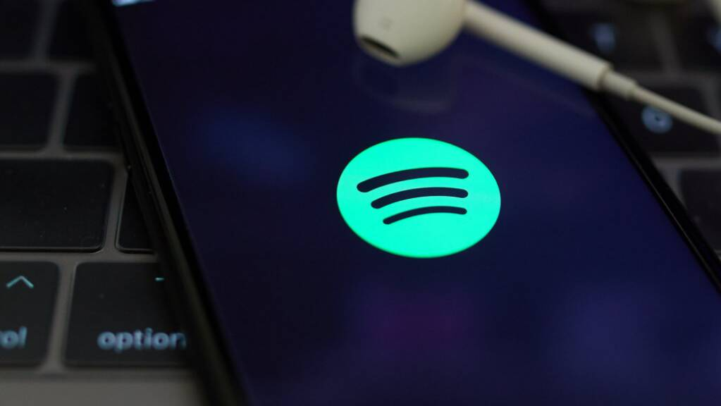 Nach Apple will nun auch Musikstreaming-Anbieter Spotify ein Bezahlmodell für Podcasts einführen. Spotify will aber günstiger sein als der Konkurrent.(Archivbild)