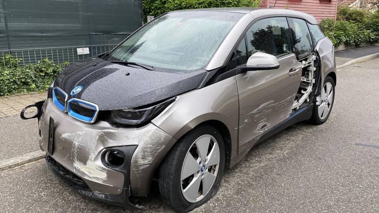 Dadurch verursachte sie eine Kollisionskette, vier Fahrzeuge wurden beschädigt.