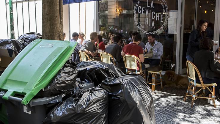 Paris - Stadt des Abfalls: Der nicht abgeholte Müll trübt das Bild in den Gassen von Paris
