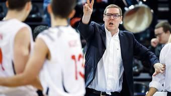 Basketball-Nationaltrainer Gianluca Barilari (rechts) will mit der Schweiz in der EM-Qualifikation verblüffen