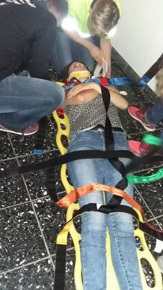 Betreuen und Bergen einer Verletzten