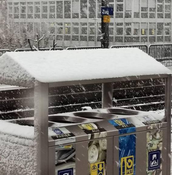 So sahs am Morgen am Zuger Bahnhof aus.