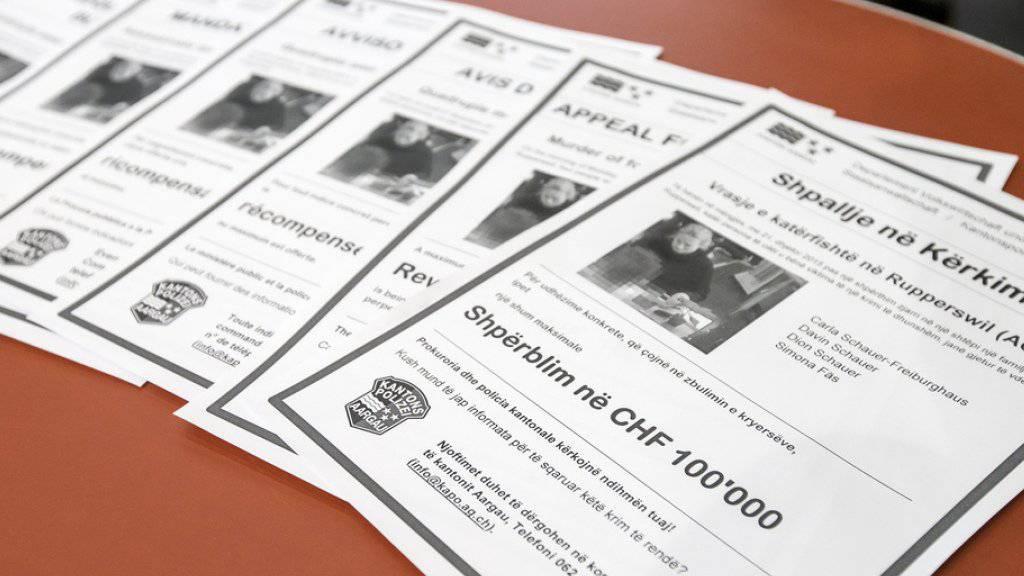 Flugblätter in mehreren Sprachen: Bis zu 100'000 Franken Belohnung gibt es für einen Hinweis auf die Täterschaft im Vierfachmord von Rupperswil.