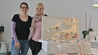 Die Veranstalterinnen Jeannine Schuhmacher und Stephanie Scandella (v.l.) freuen sich auf ihren ersten gemeinsamen Koffermarkt.
