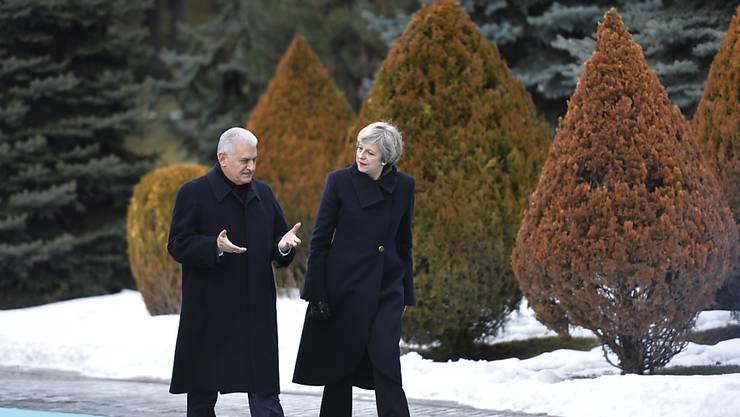 Die britische Regierungschefin Theresa May im Gespräch mit ihrem türkischen Kollegen  Binali Yildirim