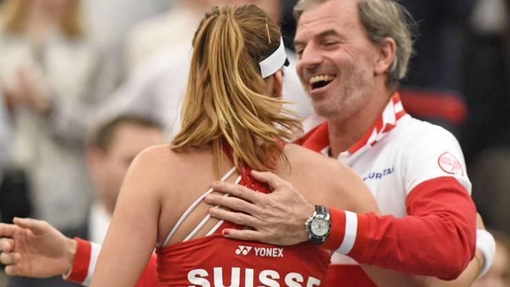 Der Schweizer Fedcup-Captain Heinz Günthardt (rechts) erhofft sich für die Halbfinal-Begegnung gegen Tschechien in Luzern ein grossartiges Tennisfest