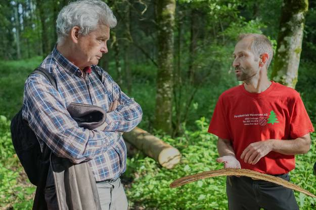 Ständeratskandidat Felix Wettstein mit Revierförster Daniel Schmutz