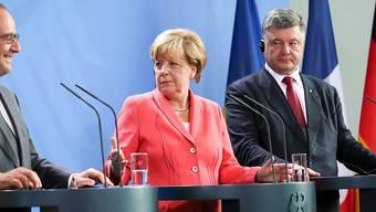 Vereint in Berlin (von links): Der französische Präsident Hollande, Bundeskanzlerin Merkel und der ukrainische Präsident Poroschenko.