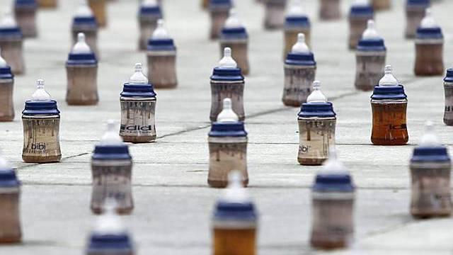 4000 Schoppen als Mahnmal auf dem Bundesplatz