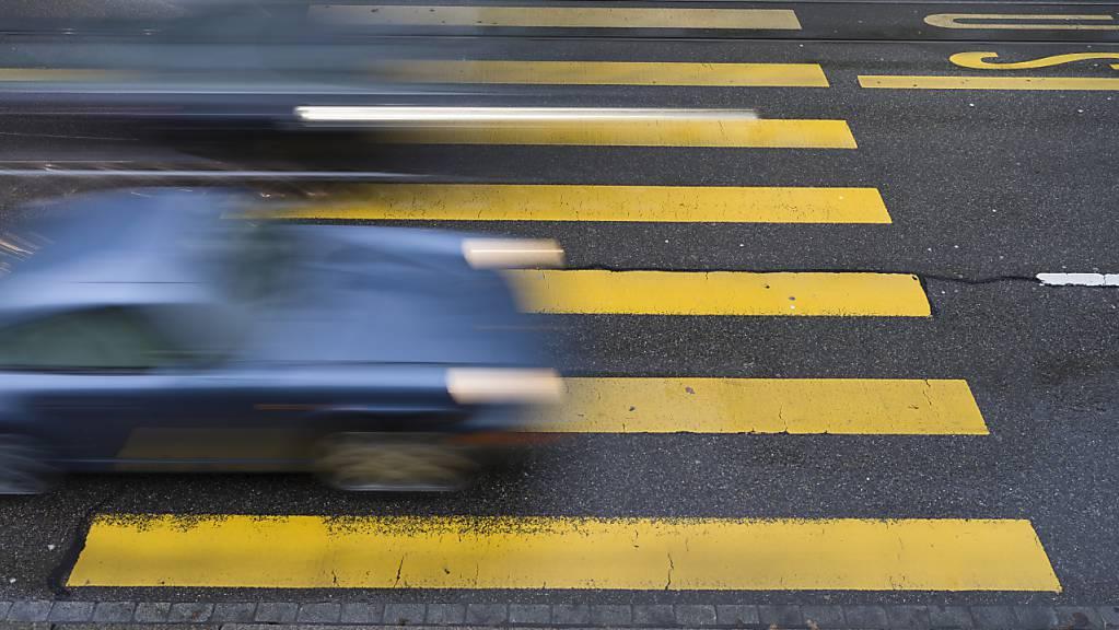 Wegen schlechter Sicht- und Witterungsverhältnisse ruft die Polizei alle Verkehrsteilnehmer zu besonderer Vorsicht auf. (Symbolbild)
