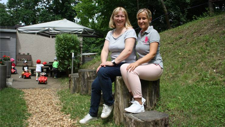 Claudia Stämpfli (links) und Kristina Meier leiten gemeinsam die Kita Limminäscht in Urdorf.