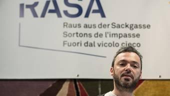 Der Rapper Greis unterschrieb die «Raus aus der Sackgasse»-Initiative als Erster.
