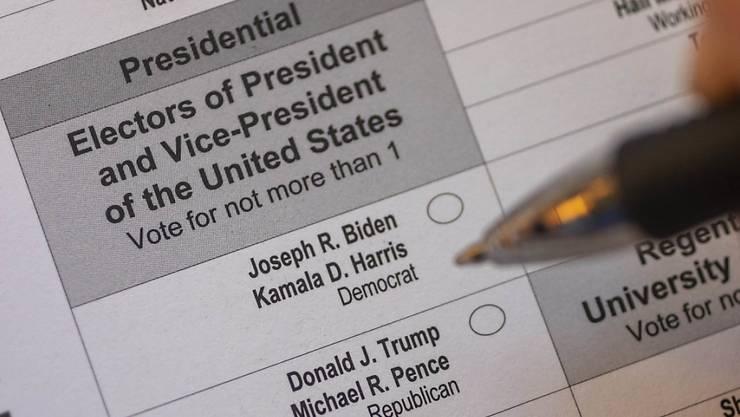 ARCHIV - Die Namen der Kandidaten sowie ihrer Stellvertreter für die US-Präsidentschaft, stehen auf einem Stimmzettel für die Briefwahl. Foto: Jim West/ZUMA Wire/dpa