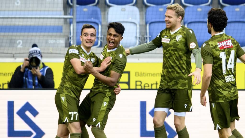 Der FC Sion hat wieder einmal Grund zur Freude: Der zweifache Torschütze Baltazar jubelt mit Sandro Theler (77).